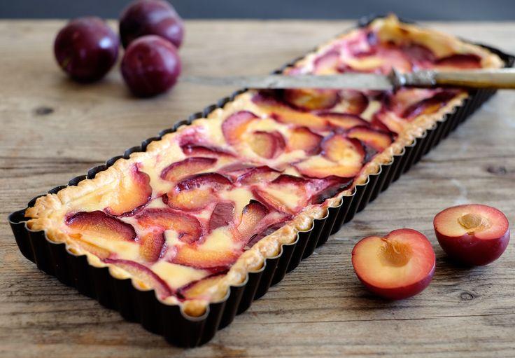 """Je me suis laissée séduire par quelques jolies prunes rouges qui se sont révélées un peu décevantes à la dégustation. Celles qui me restaient ont donc été mangées """"cuisinées"""" et j'ai commencé par une tarte avec une garniture très douce que je n'avais..."""