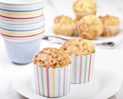 Muffins au bacon et au cheddar : http://www.cuisineaz.com/recettes/muffins-au-bacon-et-au-cheddar-67672.aspx