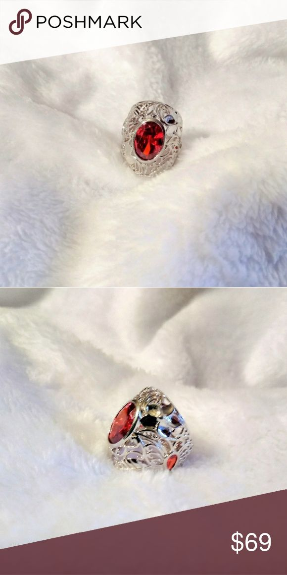 🔵 Orange Diamond Platinum Bond Ring size 7 Orange Diamond Platinum Bond Ring size 7 Bring the grace of simulated orange diamond settled in this ring is sure to catch eyes for you. Fashioned platinum bond brass, this ring will give a pop of color to your any neutral outfit. Jewelry Rings