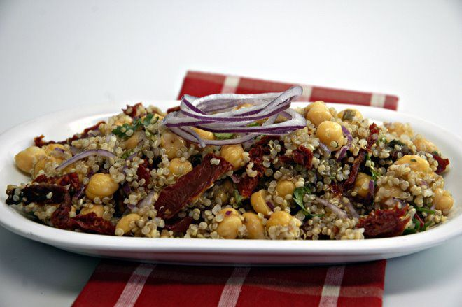 Love, love quinoa and chickpeas!  What couldn't be better!