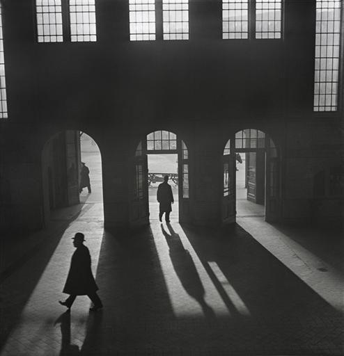 Berlin | 1933-45+. Anhalter Bahnhof 1920s-30. Roman Vishniac
