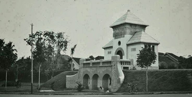 Gebouw van de waterleiding, Bandoeng.  1912 - 1931