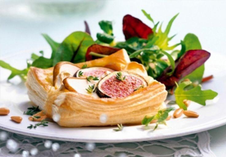 Bladerdeegbakjes met geitenkaas, peren en vijgen. Een vegetarisch voorgerecht voor vier personen. Dat is culinair genieten!