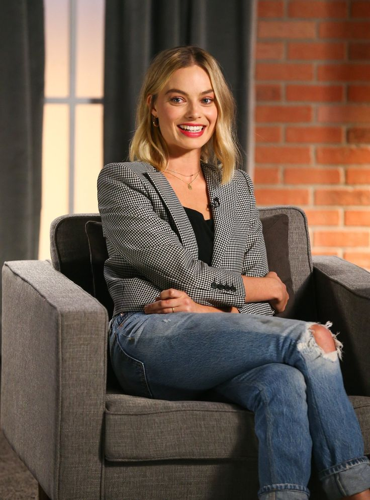 "Margot Robbie at the Variety's ""Actors on Actors"" Studio Los Angeles (11 November, 2017)"