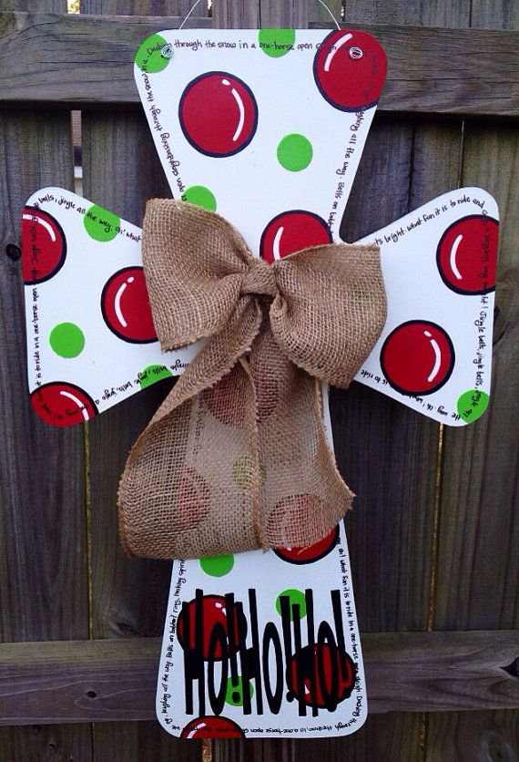 Christmas Wooden Cross Door Hanger. Love this one! Really you could probably paint both sides and have 2-in-1! @Kelly Teske Goldsworthy Camp