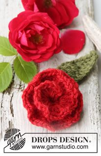 """Gehaakte DROPS bloemen: Roos van """"Nepal"""". ~ DROPS Design + patroon"""