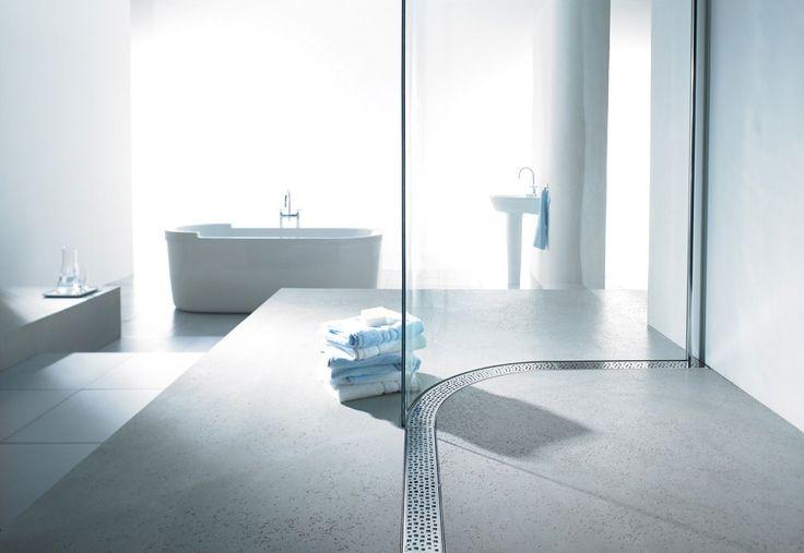 Canales de ducha en curva con reja de acero inoxidable aptos tanto para el mercado residencial como para establecimientos hoteleros. Incorpora unas alas para una impermeabilización total en ambos lados y un sistema de iluminación en el interior.