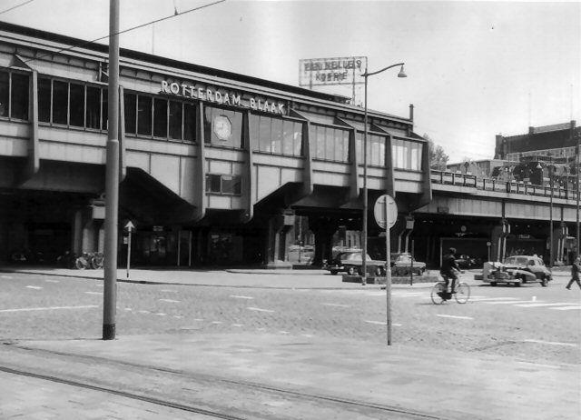 station Rotterdam Blaak stationsgebouw I (1970) Nieuw eenvoudig ontvangstgebouwtje voor het verwoeste station Beurs.