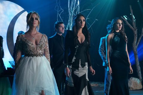 Prom night on Pretty Little Liars can only mean three things: gorgeous gowns, tons of drama, and some pretty fantastic hair