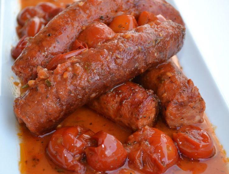 Χωριάτικα λουκάνικα σε σάλτσα ντομάτας