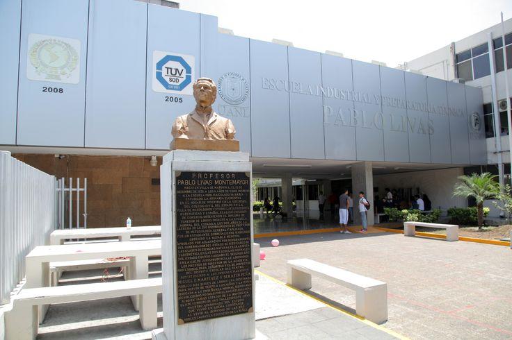 """La Escuela Industrial y Preparatoria Técnica """"Pablo Livas"""" (EIPTPL) se encuentra en Jiménez No. 321 Sur en Monterrey, Nuevo León. Conoce más de esta preparatoria en http://pablolivas.uanl.mx"""