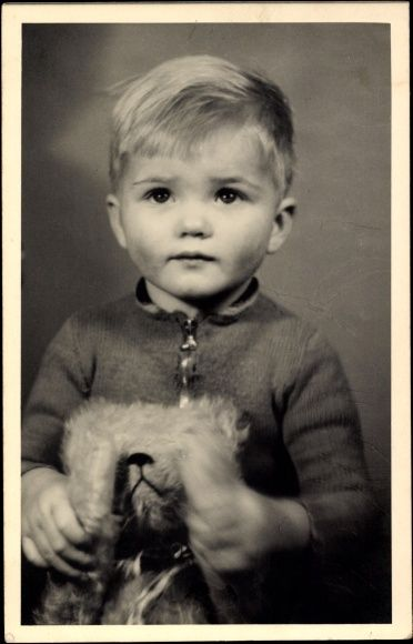 Foto Ak Kleiner Junge mit seinem Teddybären, Portrait