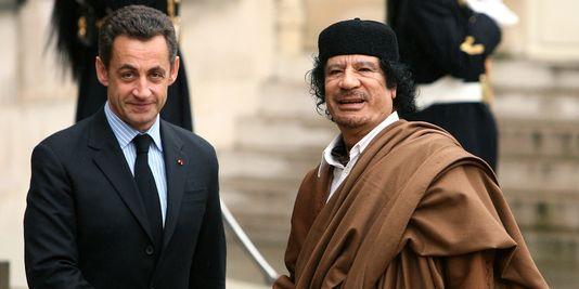 D'après les lettres de Hillary Clinton,  Mouammar Kadhafi est mort parce qu'il souhaitait créer une nouvelle monnaie unique pour l'Afrique