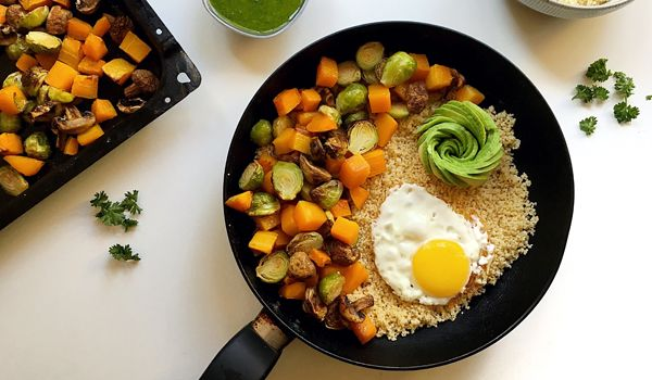 Nourishing Roasted Vegetable Bowls with wholewheat couscous, eggs, avo and a garlic herb dressing   #recipe #veggiebowl #nutreats