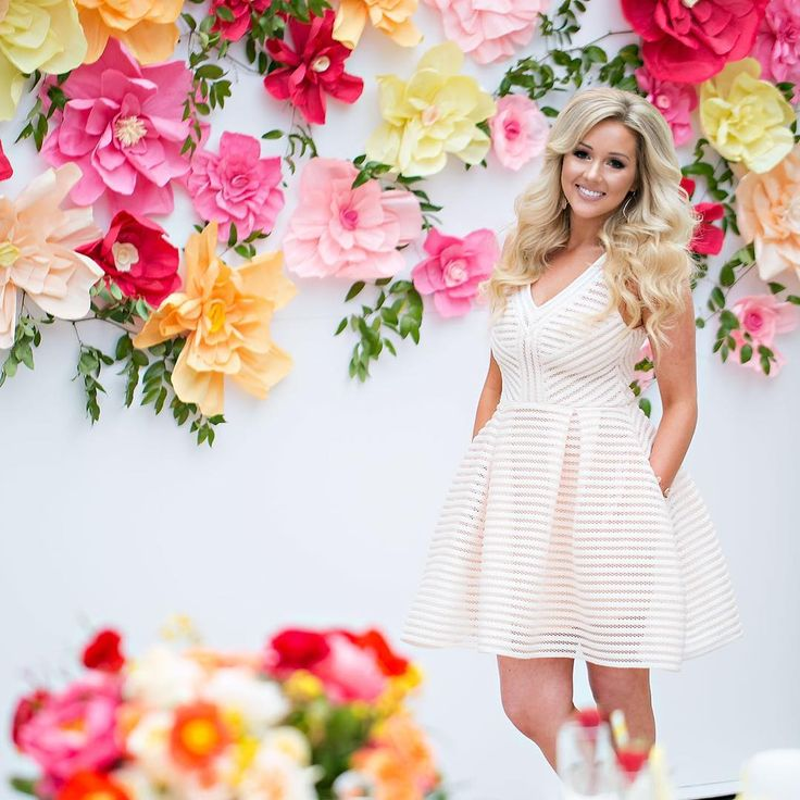She leaves a little sparkle where ever she goes -Kate spade. Love this gem  @detailssamantha today for her bridal shower with @detailsjeannie @jessicaclaire and my team @misjeany @anacruz_79  who helped make this beautiful backdrop that compliments the decor perfectly!