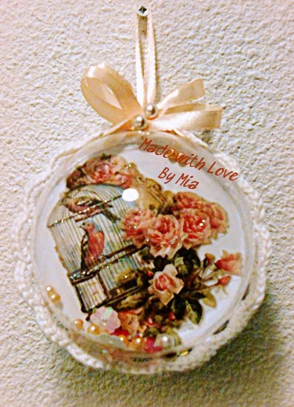 Een kant vintage met kraaltjes (decoratie)kerstbal