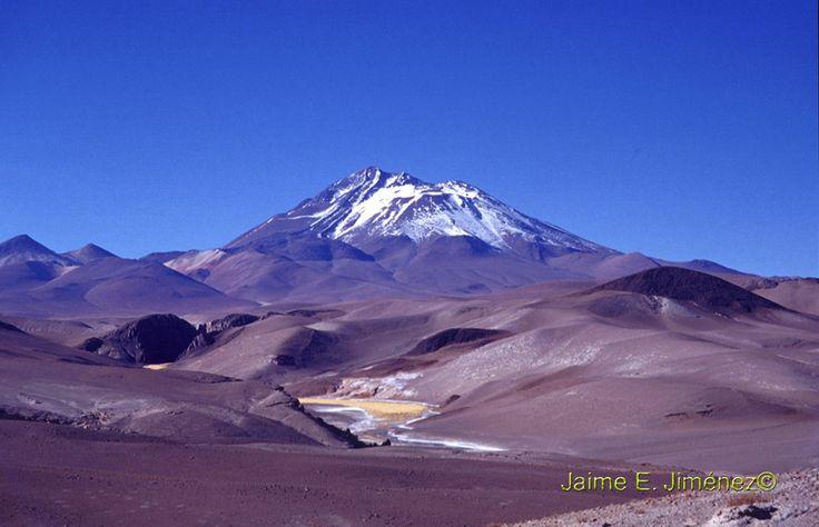 Volcán Azufre, ubicado al este de Curicó. 4100 m