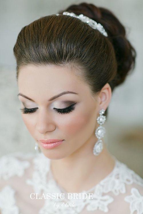 свадебный макияж для серых глаз - яркий макияж глаз с использованием профессиональной косметики. На фото работа свадебного визажиста Эль Стиль