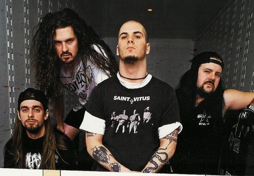 Last Lineup: Vinnie Paul, Rex Brown, Phil Anselmo, and Dimebag Darrell, who was killed December 8, 2004 on stage while performing with Damageplan. RIP, you forever a metal God.