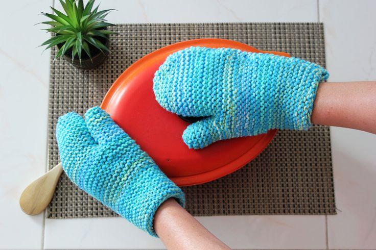 Ensemble de 2 mitaines de four au tricot / Set of 2 knitted oven mitts / cadeau pour femme / gift for her / cadeau d'hôtesse / hostess gift de la boutique NiconiaCreations sur Etsy