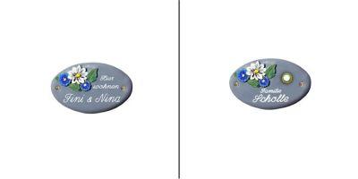 Türschild-Namensschild Blüten Keramik blau-grau in den Abmessungen 14x8cm. Auf Wunsch ist das Schild mit einem Messing Klingelknopf erhältlich. Wunchtext für die Gravur ist frei wählbar.