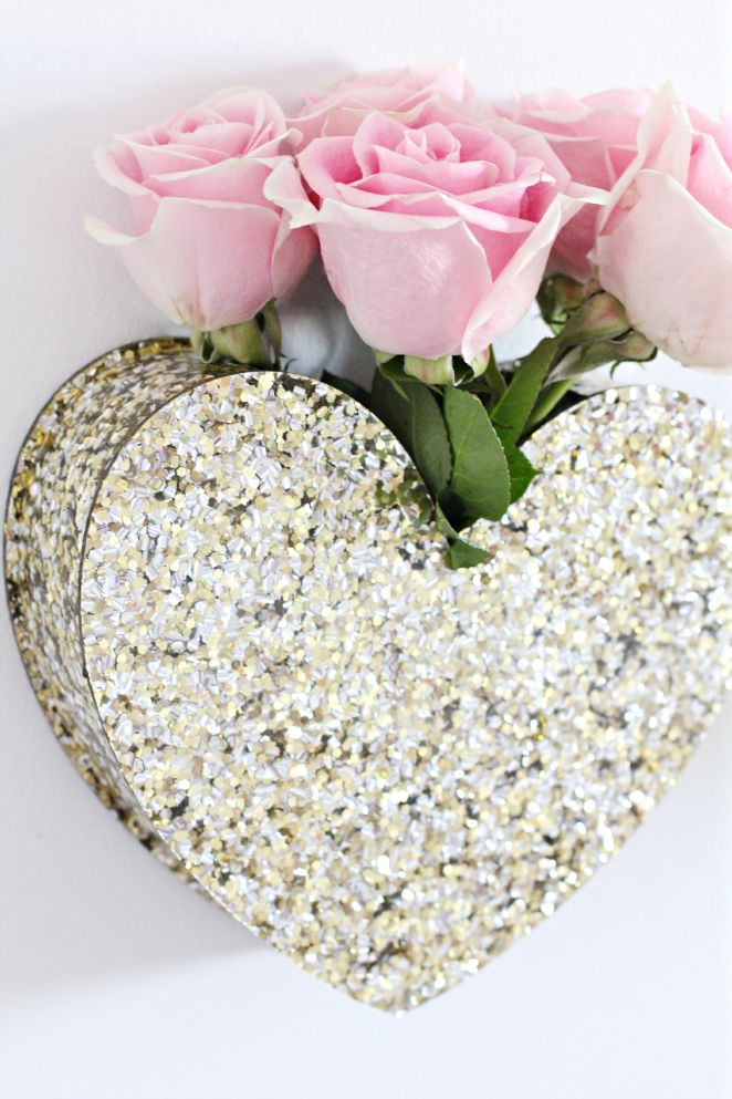 the perfect addition to any gallery wall: a heart vase!