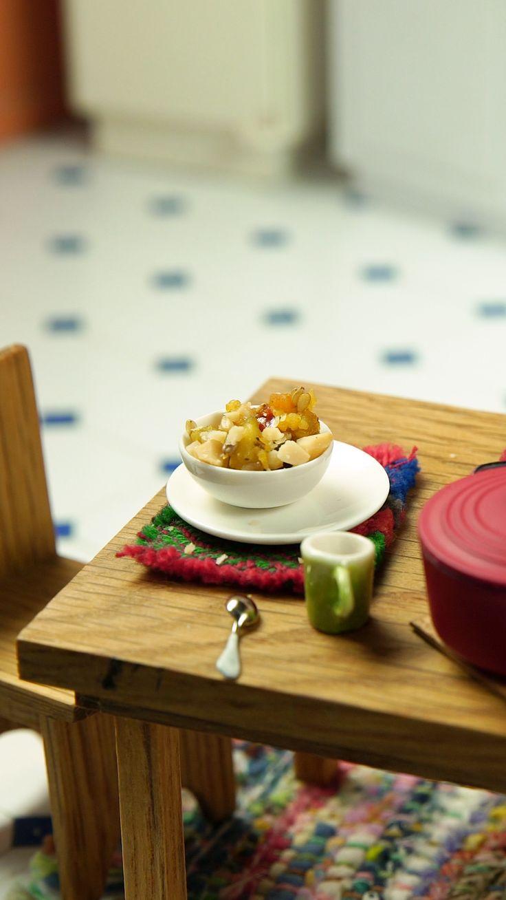 Un poco de Arroz con Verduras no le hace mal a nadie. Tiny Cooking, Cooking Toys, Miniature Crafts, Miniature Food, Polymer Clay Cupcake, Mini Craft, Barbie, Tiny Food, Mini Kitchen