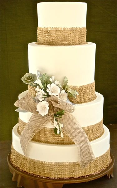 Wedding cake with burlap at the edges.  Very  pretty for an outdoor or country themed wedding.  ᘡղᘠ