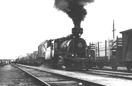 1952 - the last train to Soviet carrying war reparations, making Finland the only country in the world to actually pay the reparations - and we did it on our own. It also made Finland strong and independent, due to the industry that we had to create to be able to pay to Soviet... and now, 60 years later, the Finnish companies are transferring the industry to China and elsewhere, robbing people their jobs, making Finland weaker and poorer... Bah. THIS is the spirit we need. The spirit of…