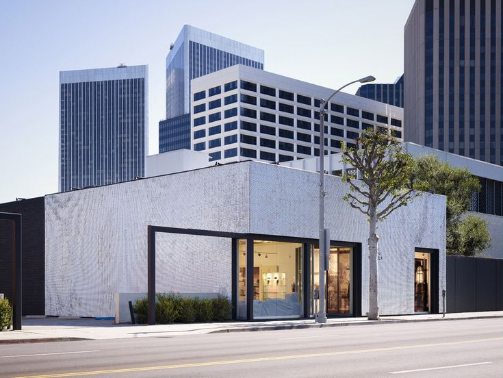 Built by Johnston Marklee & Associates in Beverly Hills, United States with date 2007. Images by Eric Staudenmaier. The two fashion boutiques Mameg and Maison Martin Margiela sit side-by-side, in a single building. Their characters a...