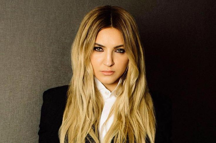 "American singer-songwriter Julia Michaels dropped a new music video for ""Uh Huh"" directed by Emil Nava on VEVO."