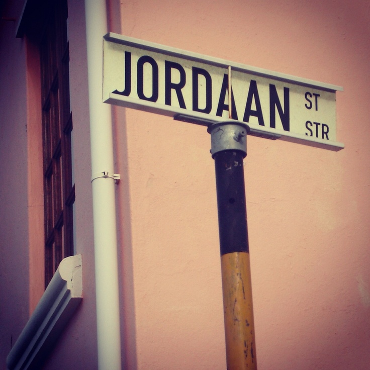 Coming from the Netherlands, Cape Town had a lot of 'familiar' streets to me.. ;) Jordaan Street can be found in the colorful Bo Kaap area.
