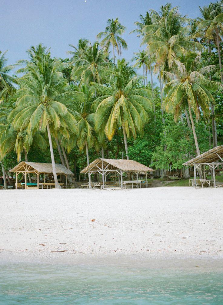 Beach reads: http://www.stylemepretty.com/living/2015/06/27/10-best-beach-reads/