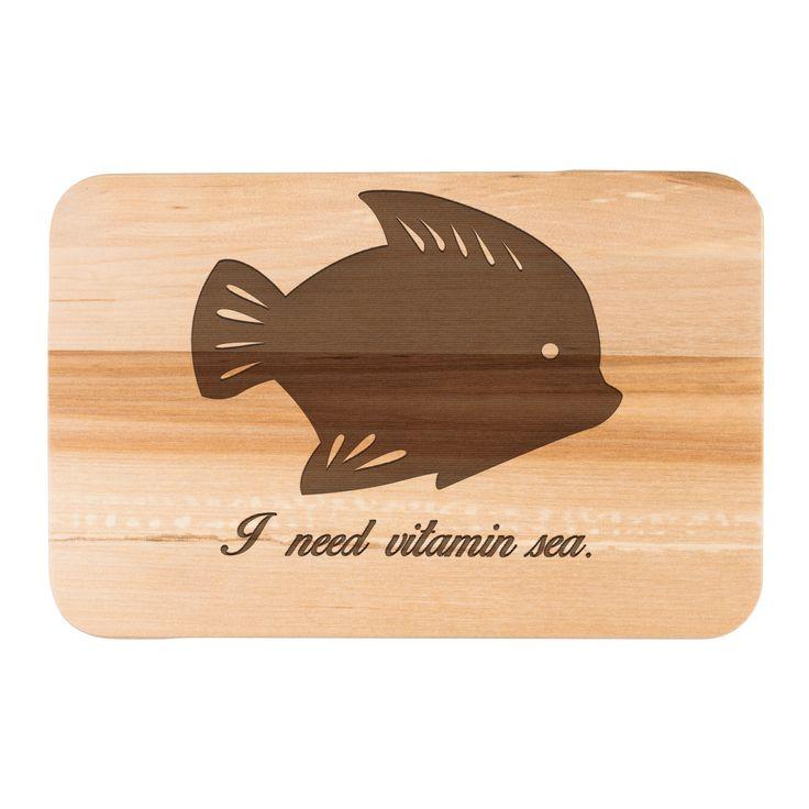 Früchstücksbrett Fisch aus Birkenholz  natur - Das Original von Mr. & Mrs. Panda.  Ein wunderschönes Holz Frühstücksbrett von Mr.&Mrs. Panda aus edler und naturbelassener Birke.    Über unser Motiv Fisch  Da die Welt zu 70 % aus Wasser. Für Meerestiere und Fische der perfekte Ort zu leben. Fische gibt es in alles Größen und Formen, in allen Farben und Vorkommen. In Aquarien kann man die faszinierende Unterwasserwelt wunderbar studieren.   Schon seit Jahren ist der Fisch ein beliebtes Motiv…