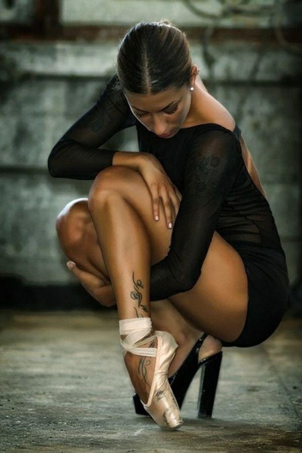 tenue de danse moderne, une ballerine contemporaine