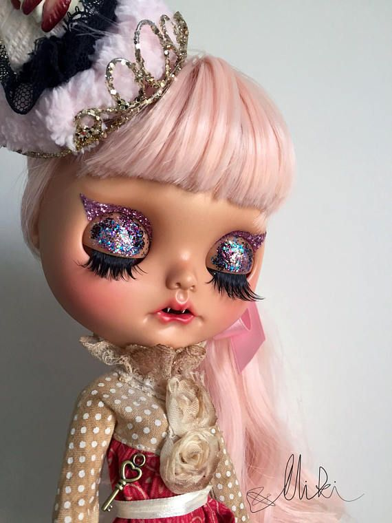 HANDMADE DOLL - CUSTOM BLYTHE ELLA The glam Cat-Vampire Girl - be careful :) Base Doll: Factory Blythe height: 32 cm / 12 in new jointed body - fully articulated changes by Miki: sanded face carved lips and carved nose new make up with high quality pastels and glitter & sealed with MSC