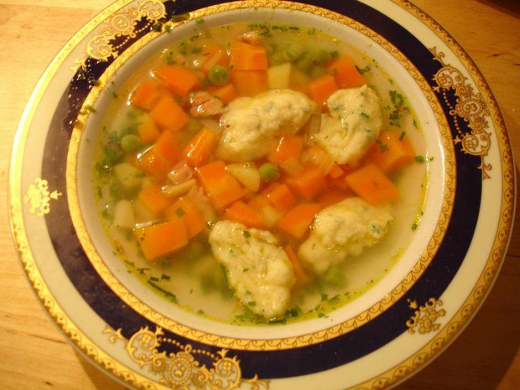 Lehká zeleninová polévka s vaječnými noky