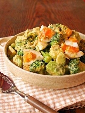 半熟卵とブロッコリーのアボカドサラダ by emyo [クックパッド] 簡単おいしいみんなのレシピが252万品
