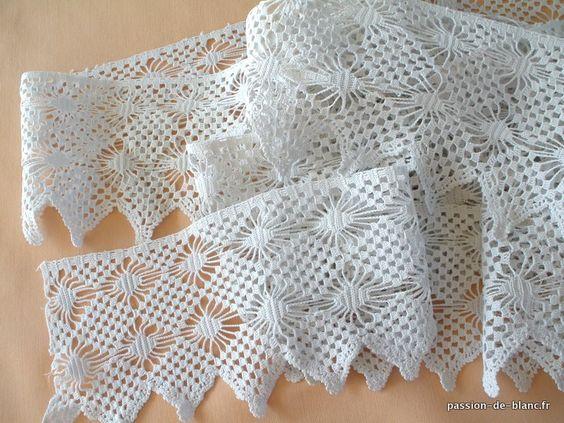 LINGE ANCIEN / Plus de 6 m de large dentelle festonnée réalisée au crochet d'art