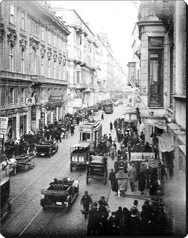 İstiklal Caddesi İstanbul 1920's