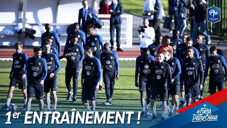 Les Bleus ont débuté ce stage par un 1er entraînement à Clairefontaine hier. Ils en ont profité pour aller passer quelques minutes avec leurs supporters! #FiersdetreBleus  France-Bulgarie, vendredi au Stade de France (20h45)
