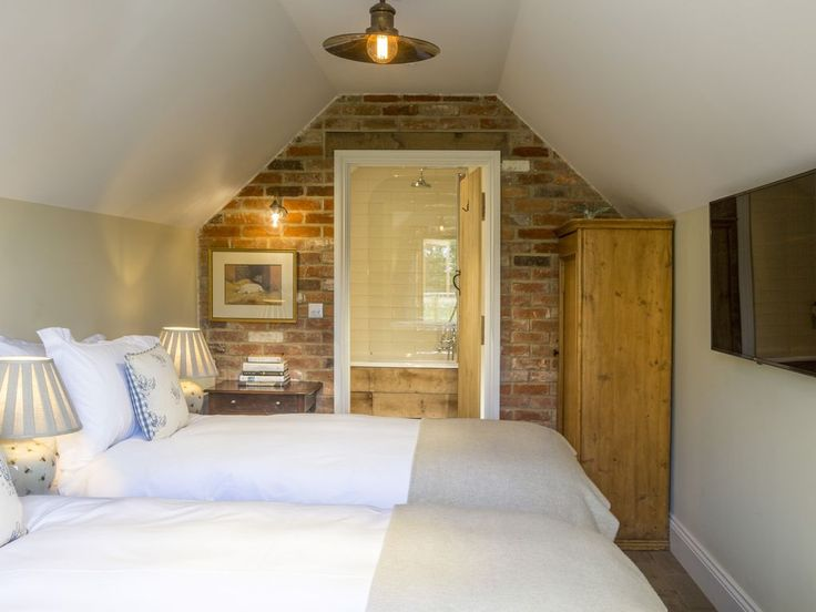 The Cowsheds Good Mondays Farm, Chippenham: Holiday house for rent from £502 per night. Read 1 reviews, view 24 photos, book online with traveller protection with the manager - 4399483