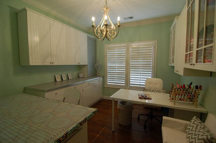 17 best images about sewing room ideas on pinterest home for 10x12 room ideas