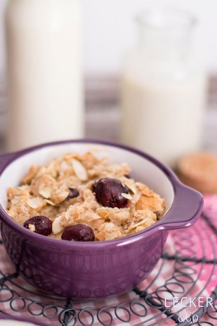Kirschamännla (Kirschmichel) mit Mandeln, Butter und Zimt und cremiger Vanillesauce   Rezept für einen süßen Auflauf auf Brötchen und Milch mit Kirschen