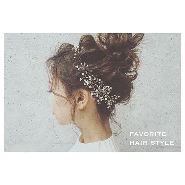 my favorite hair style❁❁ yuudaiさん(@yuudai.rire)もyoshieさん(@maru_6414)もあげてくださっていたのですが遅れて重複失礼します♪手作り小枝のヘッドアクセサリーと神業のコラボ♡大好きなスタイルになりました(*´˘`*)♪当日ドレスと合わせたら…と考えるとわくわくしてたまりません♡ . みなさま大寒波に気をつけてお過ごしくださいね❄︎#プレ花嫁 #結婚式準備 #前撮り #打合せ #hairstyle #ヘアアレンジ #お団子 #小枝ヘッドアクセサリー #可愛いコラボ #ブライダルヘア #ハンドメイド #アクセサリー