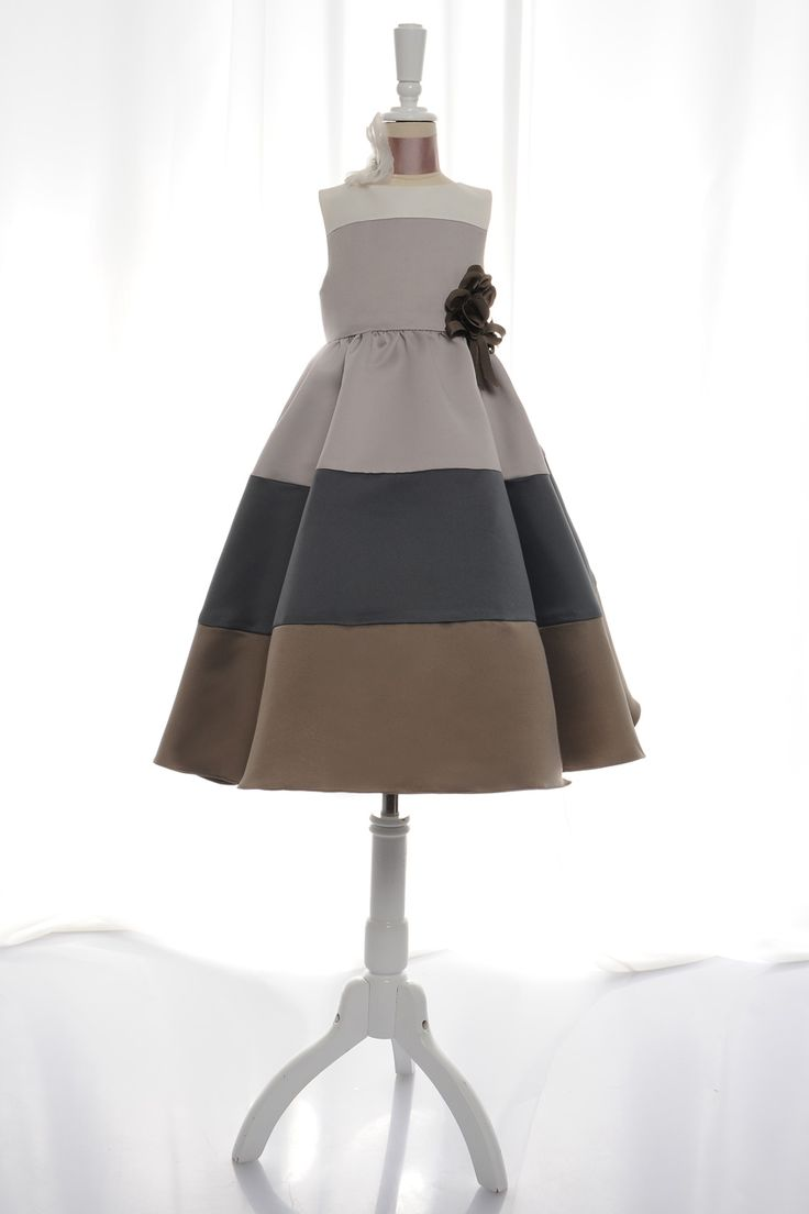 A-line sleeveless taffeta dress for flower girl