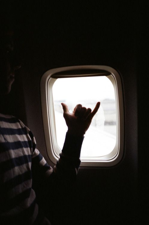 Miss this at the Honolulu airport and every other airport I travel through.In an airplane giving the hawaiian shaka out the window...just like the old days when you could wave to your 'ohana and friends at the gate windows...Miss those days.