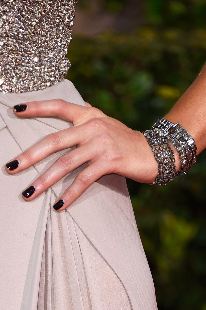 Kate Beckinsale's brooding manicure was the perfect accent to her ethereal, glittering gown.