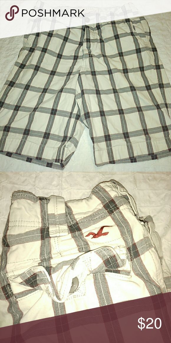 Hollister Size 30 Men Plaid Shorts Nice used pair of Hollister shorts 30 men. Hollister Shorts Flat Front