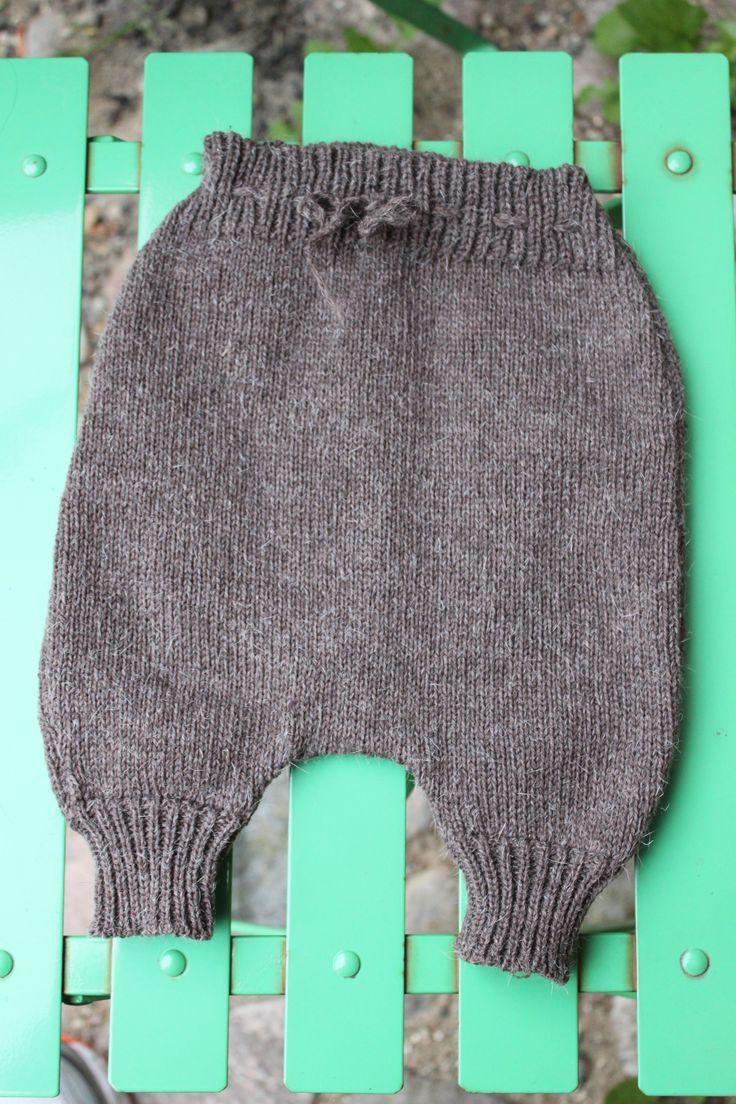 Baby bukser str 3 md Fremstillet i ren uld, der kan maskinvaskes ved 30 grader Pris 150 kr excl porto Se mere på www.sailorknit.dk